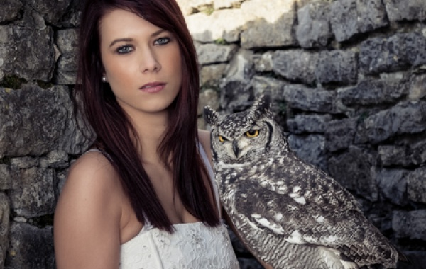 wedding dress, portrait, rapaces, bird of prey,